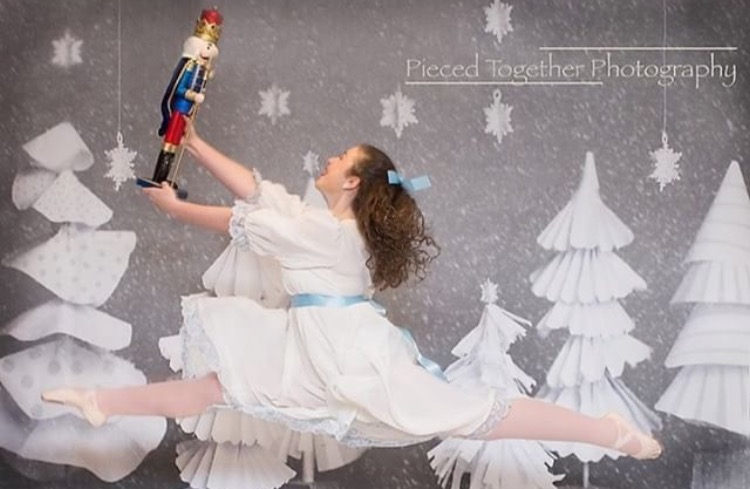 Shelby+Summers+performs+in+the+Nutcracker.